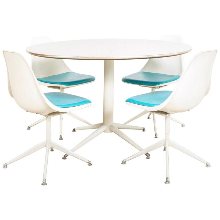 Midcentury Saarinen Style Burke Tulip Table and 4 Chairs Dining Set, 1960s For Sale