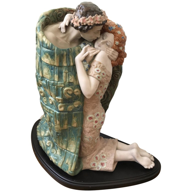"Porcelain Sculpture Titled ""the Kiss"" by Antonio Ramos for Lladro, Spain, 2001 For Sale"