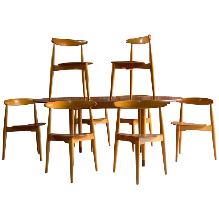 Hans Wegner Dining Table & Eight Chairs Heart Shape Fritz Hansen, Denmark, 1950s For Sale