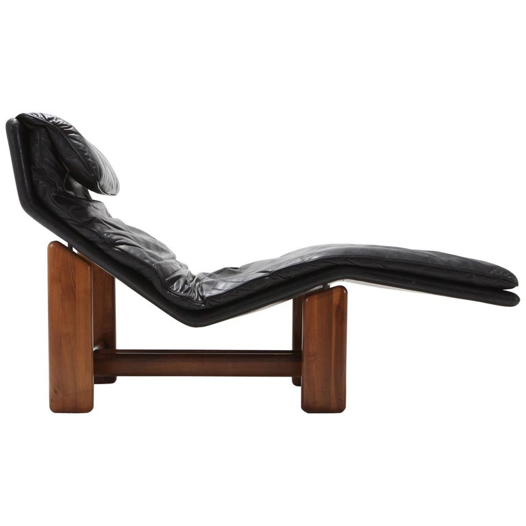 Afra & Tobia Scarpa Black Leather and Walnut Lounge Chair For Sale