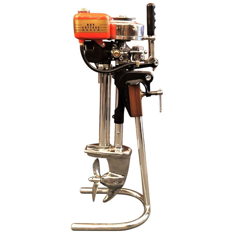 Estate American Stand-Mounted Evinrude Cottage Racer Outboard Motor, circa 1940 For Sale
