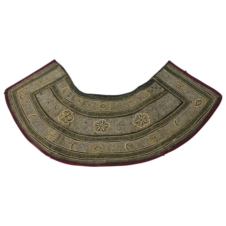 19th century Green and Yellow Heavy Embroidered Asian Collar For Sale