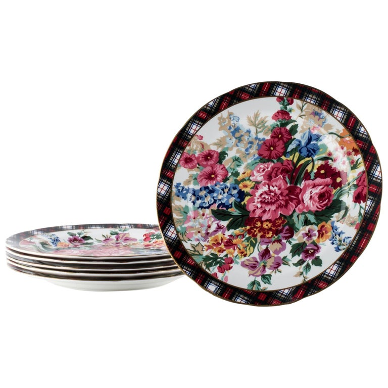 Set of 8 Place Settings in Hampton Floral by Ralph Lauren Home For Sale