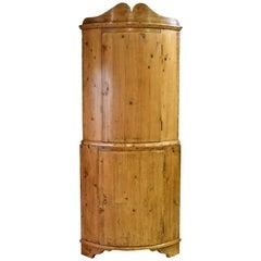 18th Century Scandinavian Baroque Corner Cupboard in Pine