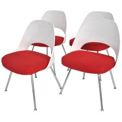 Set of Four Contemporary Knoll Eero Saarinen 72C-PC Dining Side Chairs