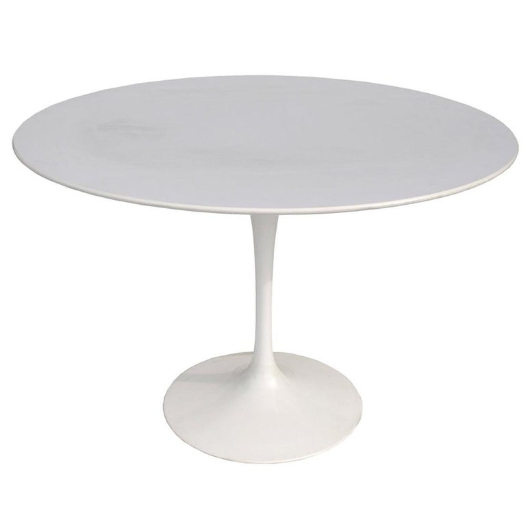 Contemporary Knoll Eero Saarinen Dining Table For Sale