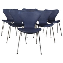 Arne Jacobsen Dining Chair, Model ''Syveren'' 3107, Nubuck Aniline Leather