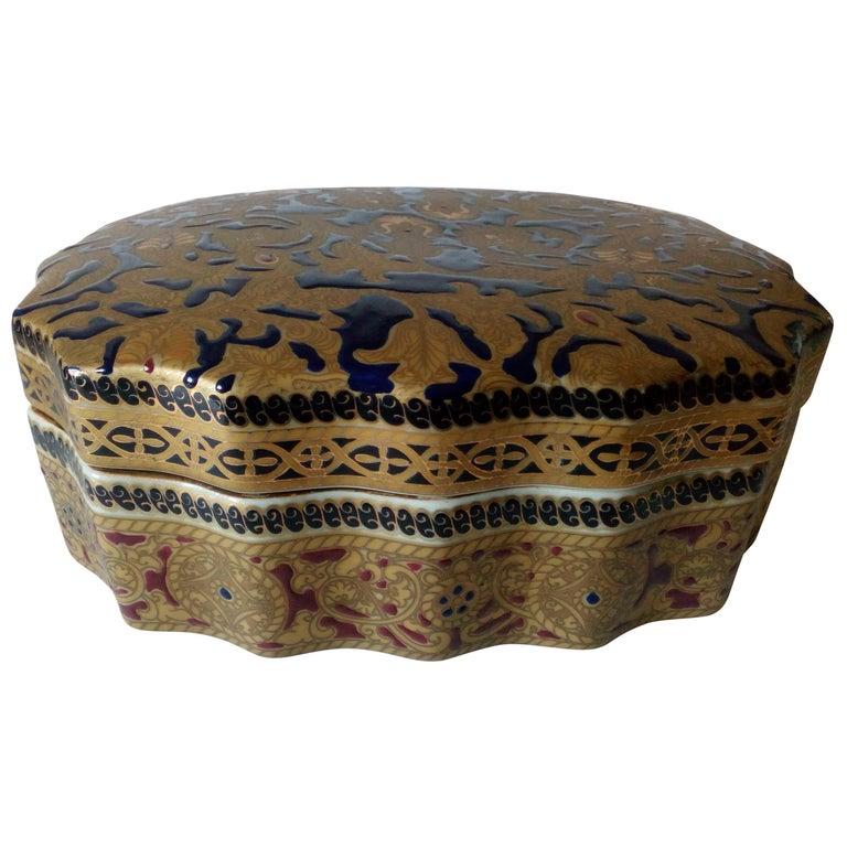 20th Century Copy of Antique Ming Porcelain, Gold Decoration, Relized 1920 For Sale
