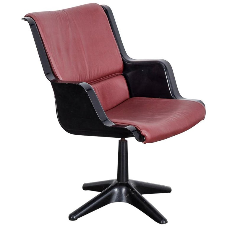 Yrjo Kukkapuro for Haimi Molded Plastic and Leather Swivel Side Chair For Sale