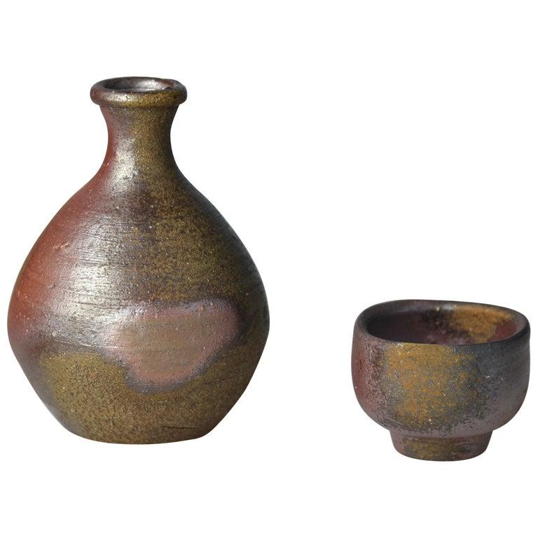 Bizen Sake Set Flask and Cup by Living National Treasure Fujiwara Yu (1932-2001) For Sale