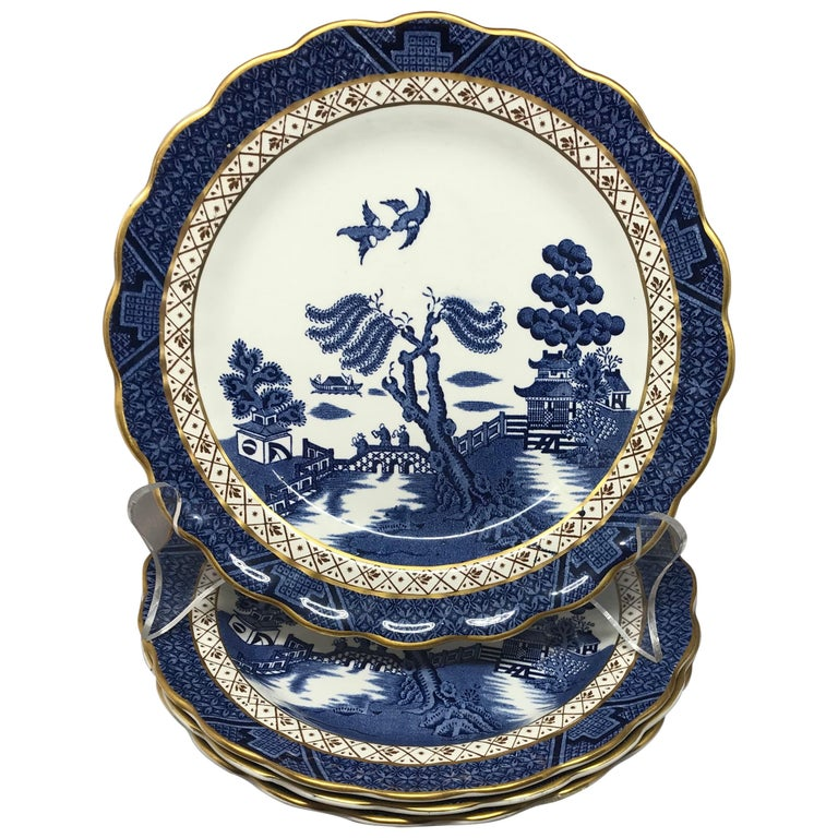 Set of Four Gilded Blue and White Chinoiserie Dessert Plates For Sale