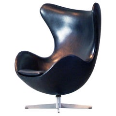 Vintage Arne Jacobsen Egg Chair Black Leather Fritz Hansen, Denmark, 1960s