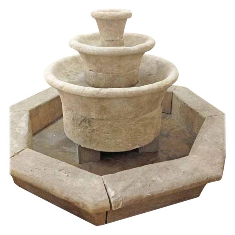 Cascade Ronde with Octagonal Base Surround For Sale