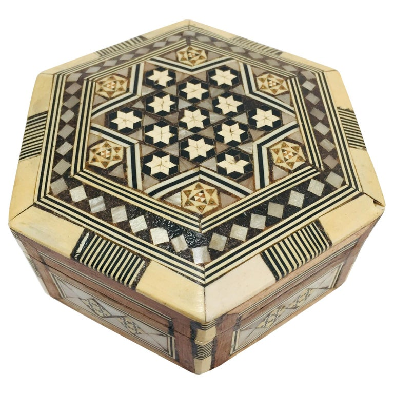 Middle Eastern Handcrafted Syrian Octagonal Box Inlaid with Mother of Pearl For Sale