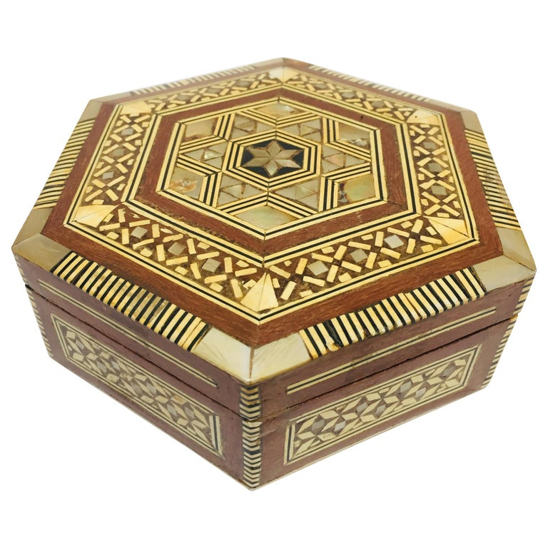 Middle Eastern Handcrafted Syrian Octagonal Box Mother of Pearl Inlaid For Sale