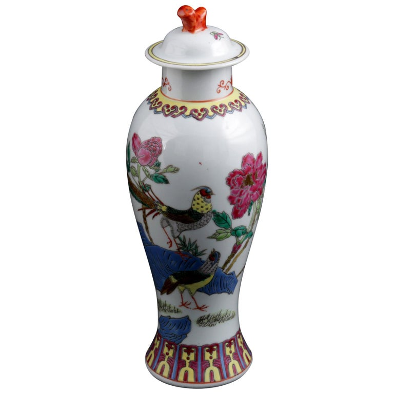 Chinese Imari Hand Painted Porcelain Pictorial Vase with Pheasants, 20th Century For Sale