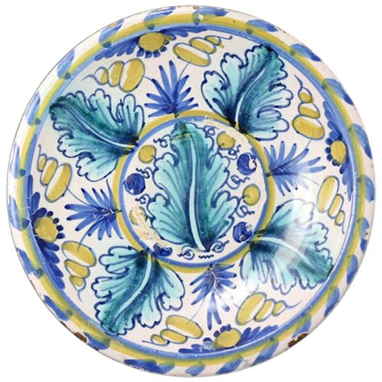 London Delftware Blue Dash Oak Leaf Charger, Late 17th Century For Sale