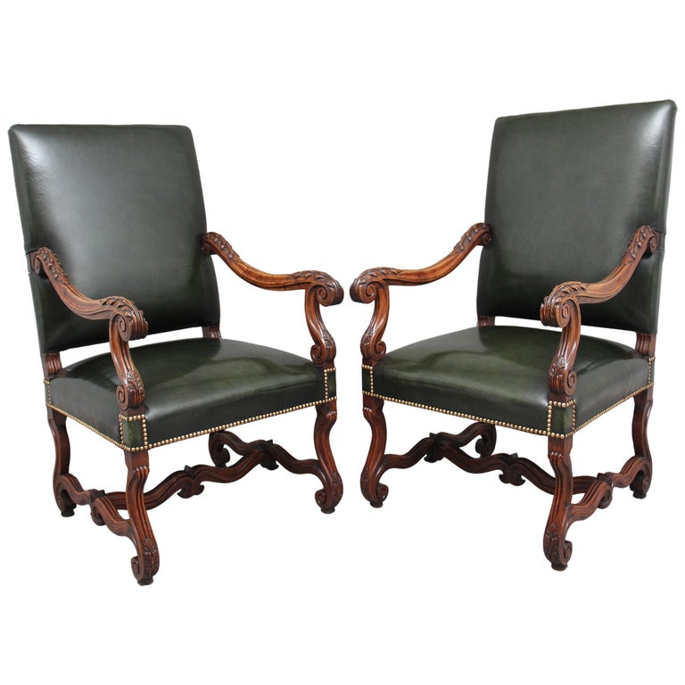 Pair of Early 19th Century Carved Walnut Armchairs For Sale