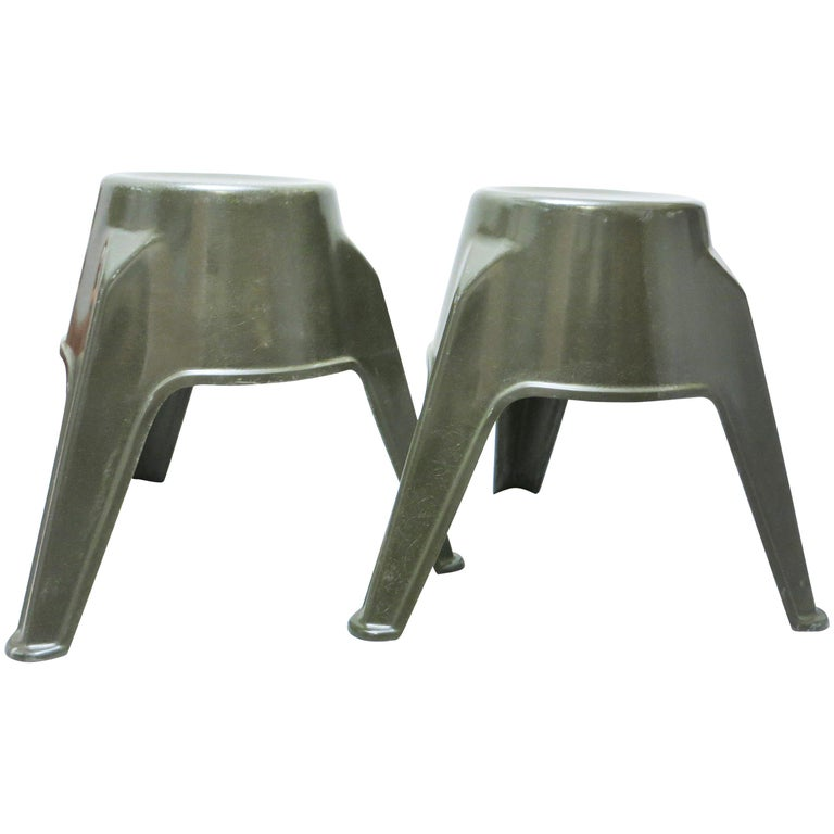 Pair of Mid-Century Modern Stools in Green Fiberglass For Sale