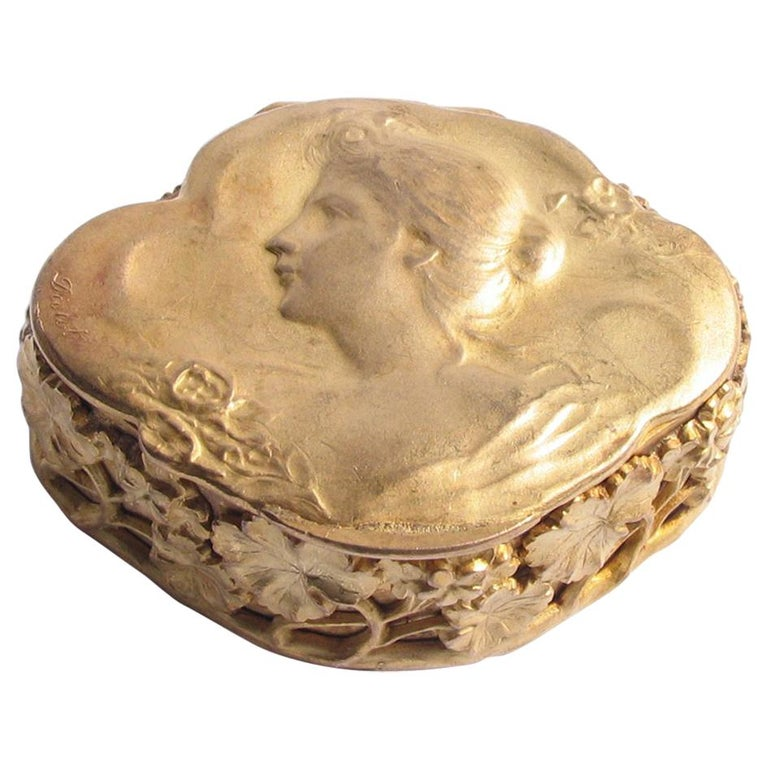 9ec6ec0d10a4 French Art Nouveau Gilt Bronze Jewelry / PIll Box Signed Diolot For Sale