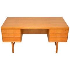 1960s Danish Oak Vintage Desk by Gunni Omann