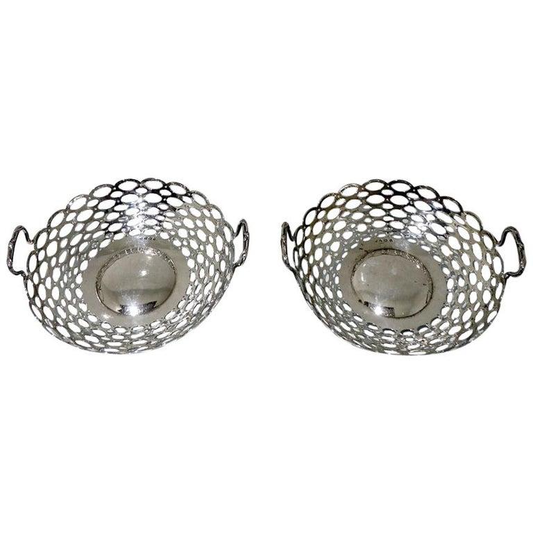 Edwardian Pair of Sterling Silver Dishes Birmingham 1908 A & J Zimmerman Ltd For Sale
