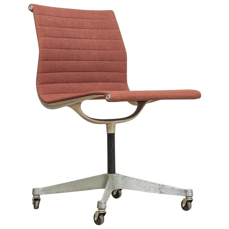 Vintage Midcentury Eames for Herman Miller Aluminum Group Side Office Chair For Sale