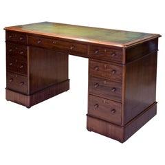 Victorian Mahogany Pedestal Desk of 9 Drawers, circa 1880