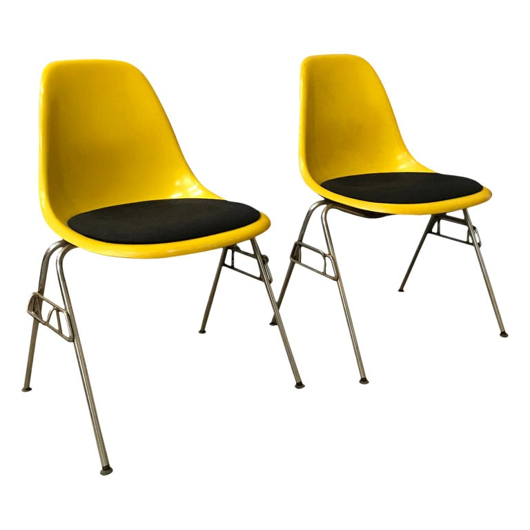 1950 Ray & Charles Eames Herman Miller 2 DSS Fiberglass Stacking Chairs & Pillow For Sale