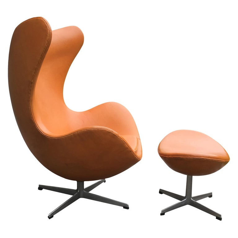 Original Tan Leather Egg Chair and Ottoman by Arne Jacobsen for Fritz Hansen For Sale