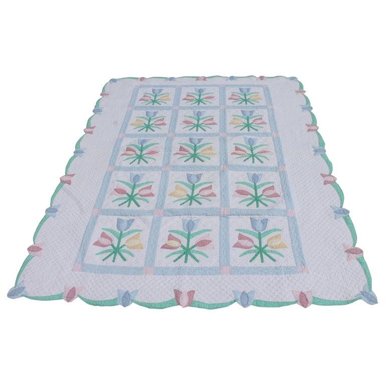 Antique Quilt 1940s Floral Pastel Quilt For Sale