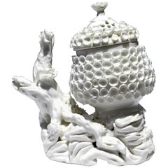 French Porcelain Pot Pourri Jar and Cover, Mennecy, circa 1750-1755
