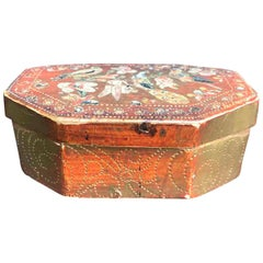 Italian 18th Century Giltwood Florentine Octagonal Box with Birds