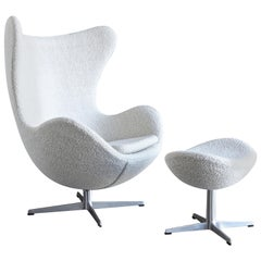 Arne Jacobsen Egg Chair and Ottoman for Fritz Hansen, circa 1960