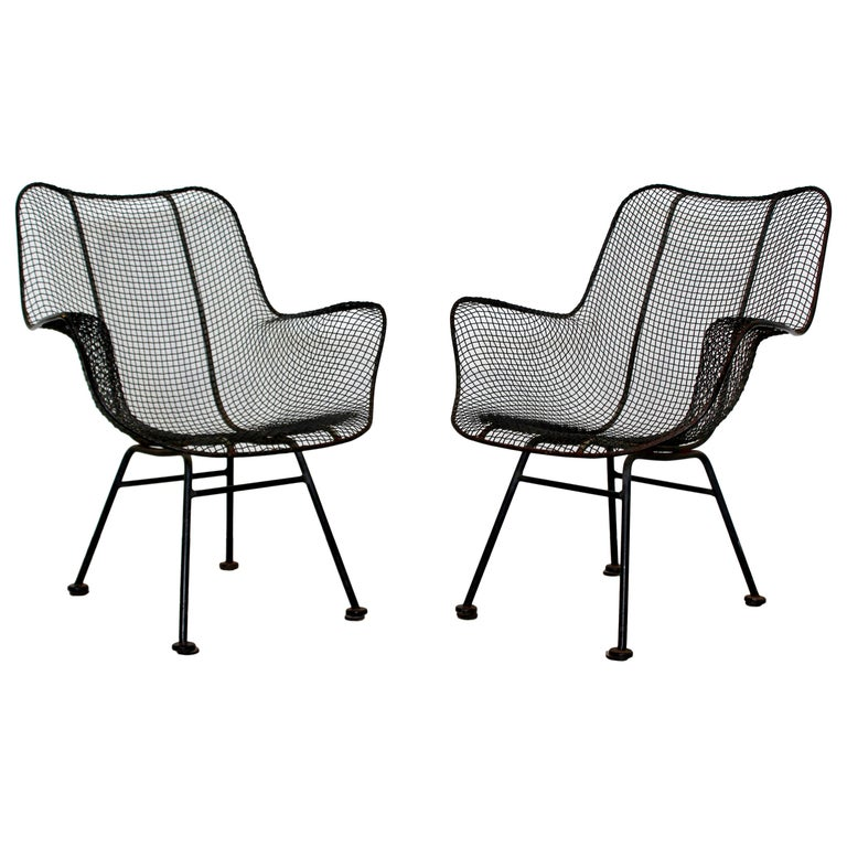 Mid-Century Modern Pair of Black Woodard Sculptura Outdoor Patio Armchairs 1950s For Sale