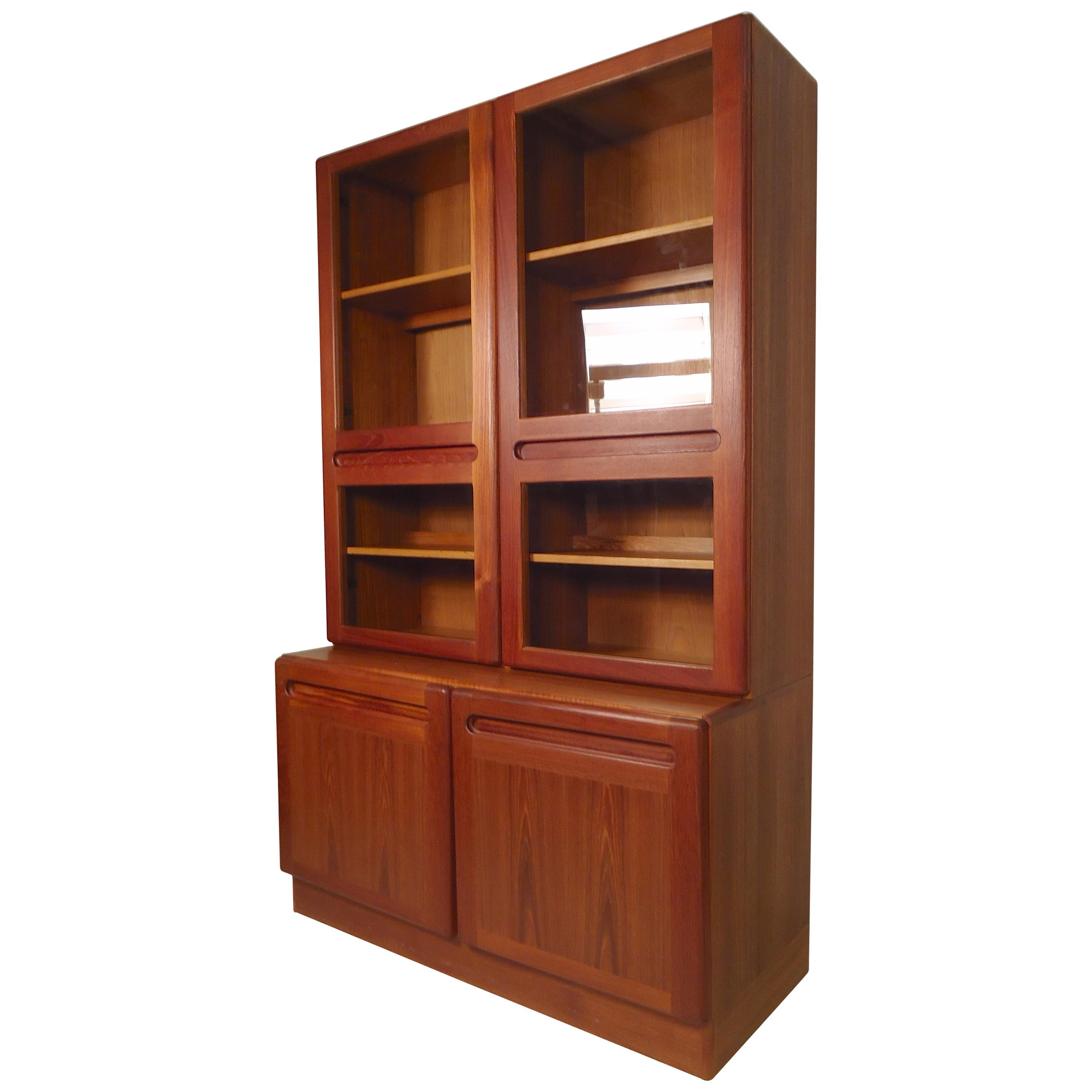 9b31b2cb566ae Mid-Century Modern Bookcases - 736 For Sale at 1stdibs