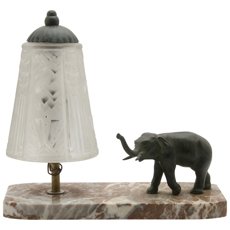 French Art Deco Table Lamp Signed by Muller Frères with Bronze Elephant Motif For Sale