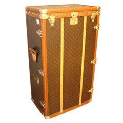 Very Rare Louis Vuitton Trunk in Monogram Canvas, Louis Vuitton Wardrobe-Pende