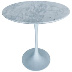 Iconic Mid-Century Modern Tulip Side Table in Carrara Marble