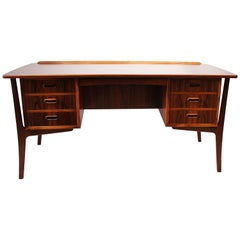 Desk in Rosewood of Danish Design from the 1960s