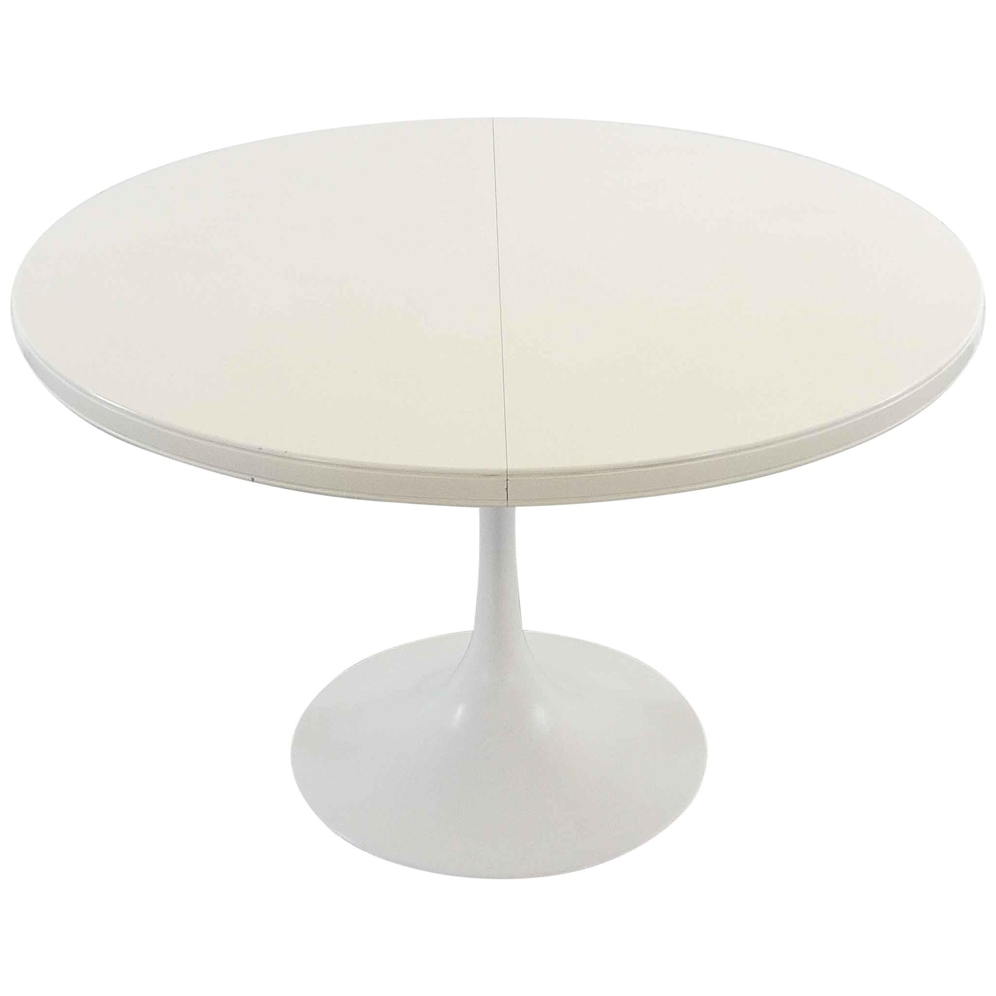 Extendable Round Tulip Dining Table In White, 1970s