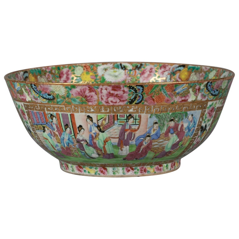Chinese Export Rose Mandarin Porcelain Bowl, circa 1820 For Sale
