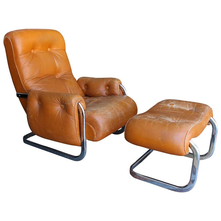 Italian Lounge Chair with the Ottoman For Sale