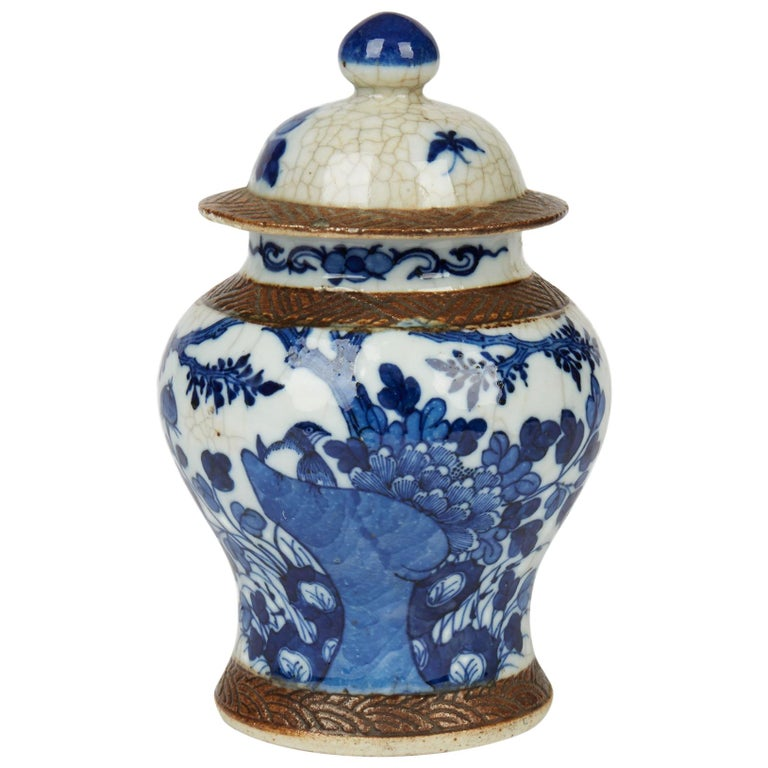 Antique Chinese Qing Porcelain Blue and White Lidded Ginger Jar, 19th Century For Sale