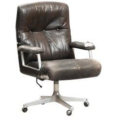 Osvaldo Borsani high back P125 executive desk chair for Tecno.
