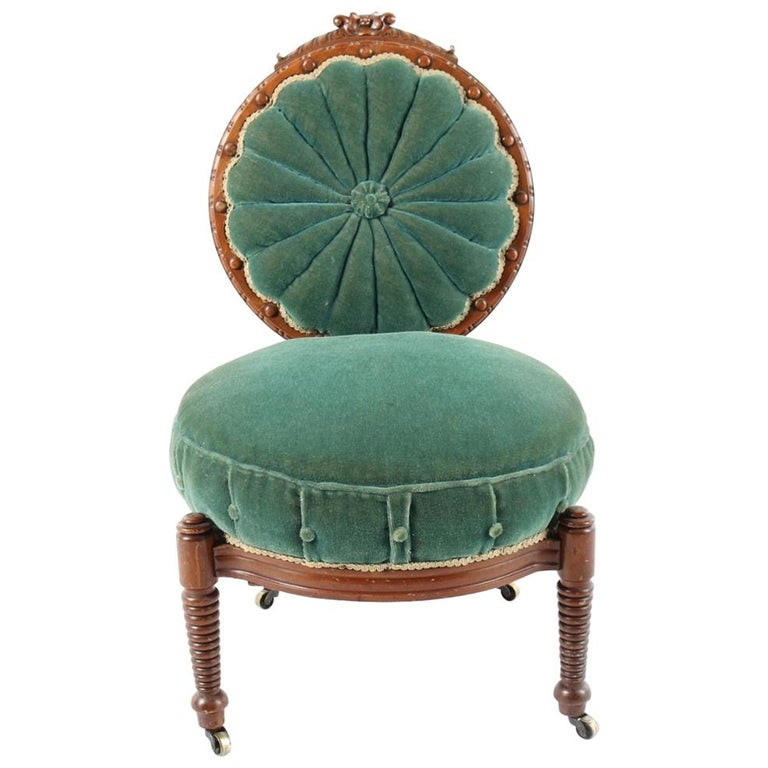 1800s Victorian Balloon Back Accent Chair on Casters in Emerald Green Velvet For Sale