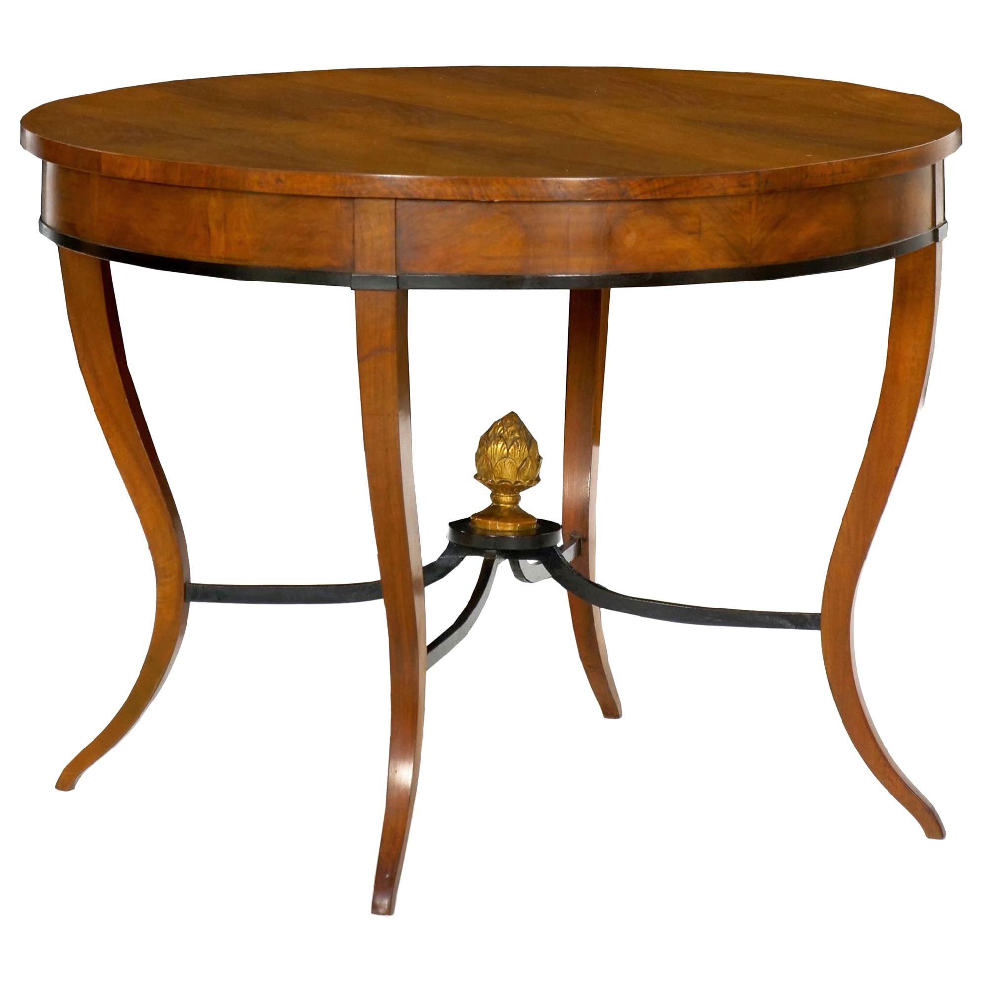 Incroyable Austrian Biedermeier Fruitwood Round Center Hall Table, 19th Century