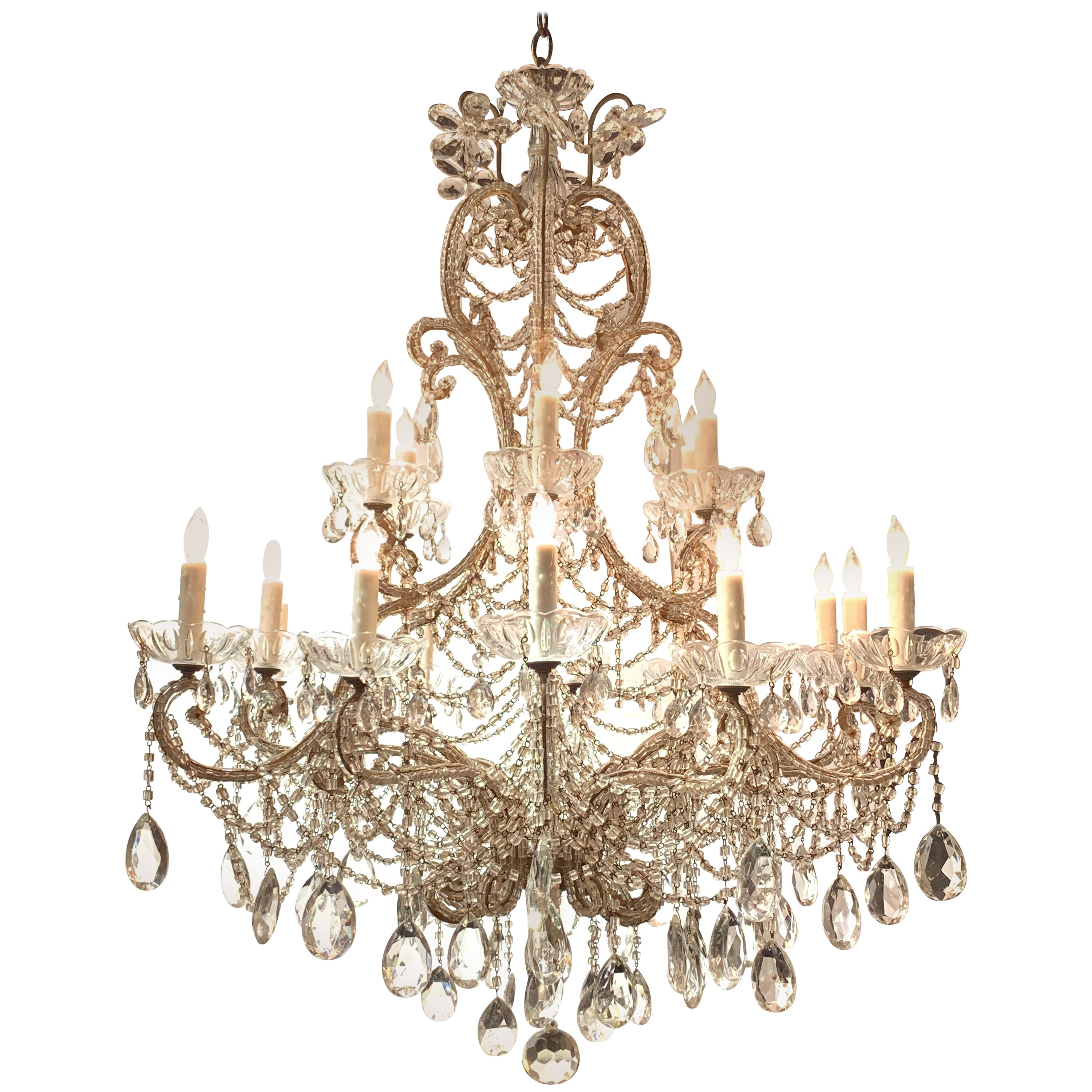 Early 20th Century Italian Beaded Crystal 18-Light Chandelier