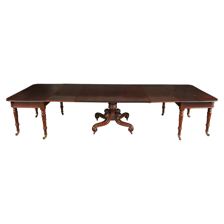 19th Century English Mahogany Extending Dining Table