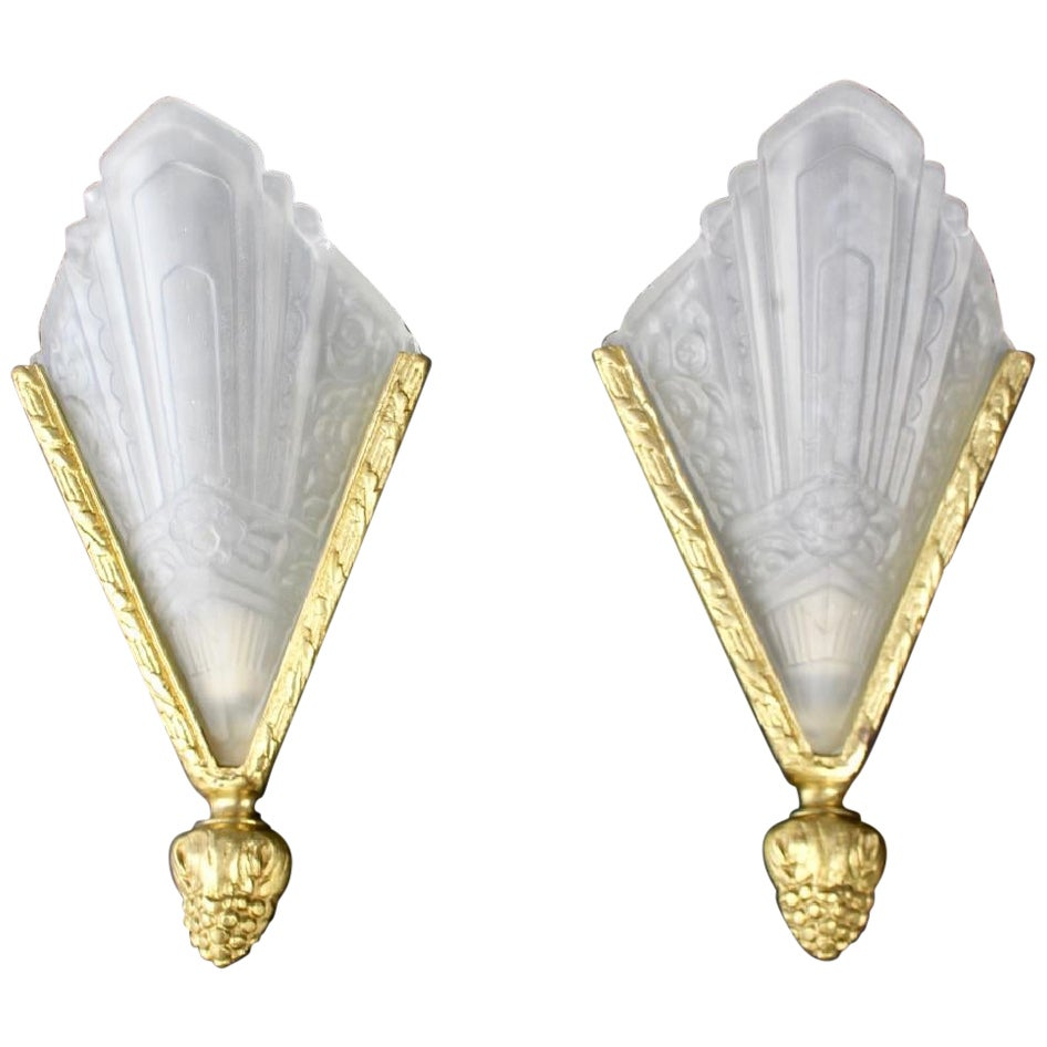 Pair of Art Deco Lalique Style Frosted Glass Single Light Wall Sconces